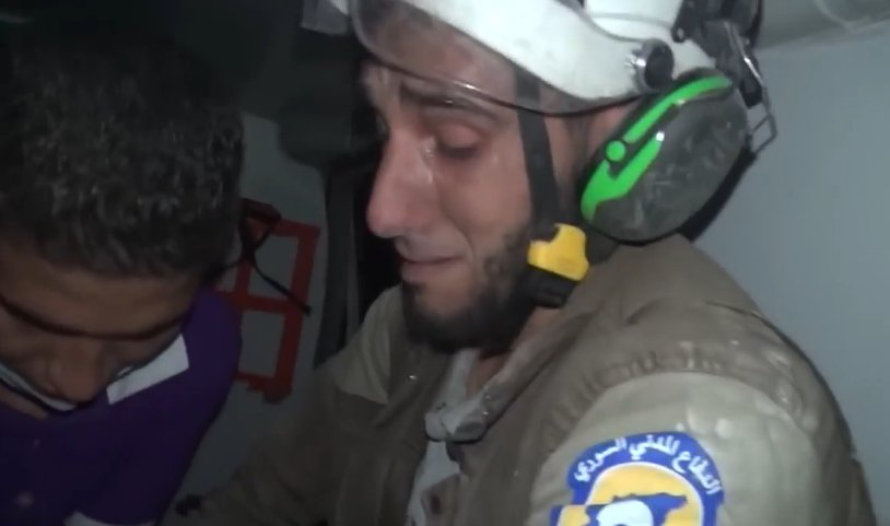 shows rescuer weeping tears of joy after saving Syrian baby from rubble >>