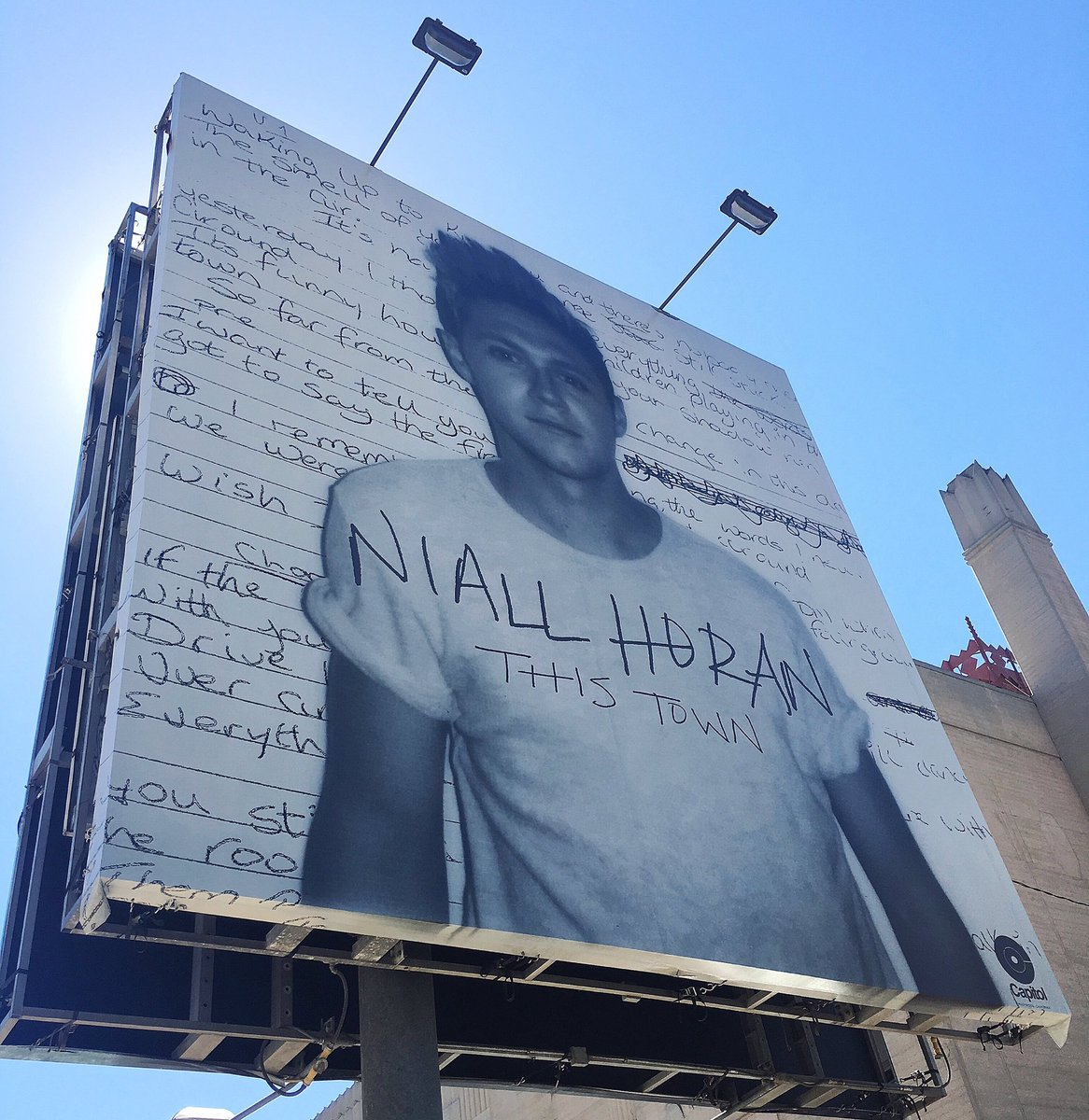 .@NiallOfficial's #ThisTown billboard!