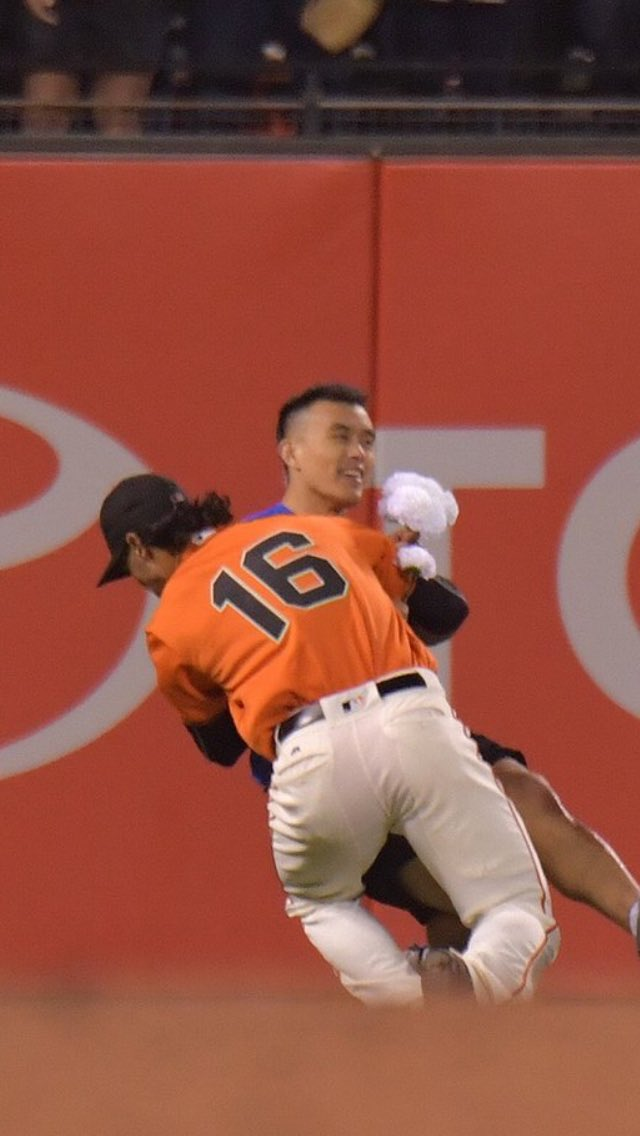 When you're being tackled by Angel Pagan but that still means you're in his arms https://t.co/vHbDtVtFmO