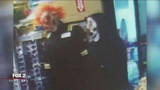 Creepy clown phenomenon has some on edge, reports @RandyWFOX2