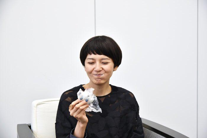 大福を食べる菊池亜希子
