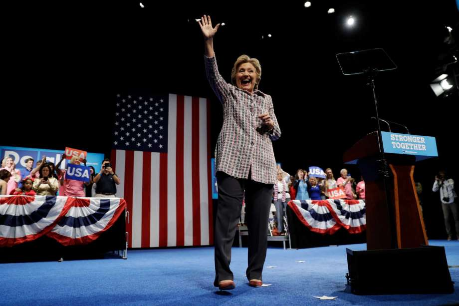 Clinton back to a 2-1 favorite for White House, poll tracking firm finds