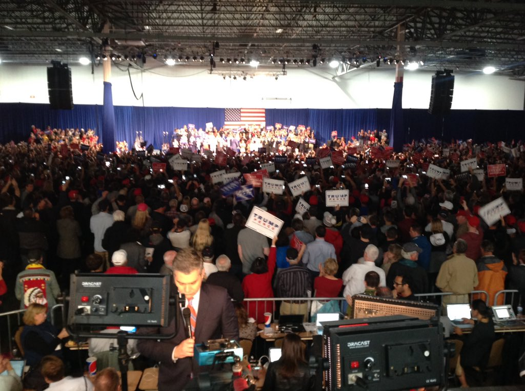 Several thousand see the Donald TrumpTrain in Novi What was your reaction? @FOX2News 10 & 11 PM Friday.