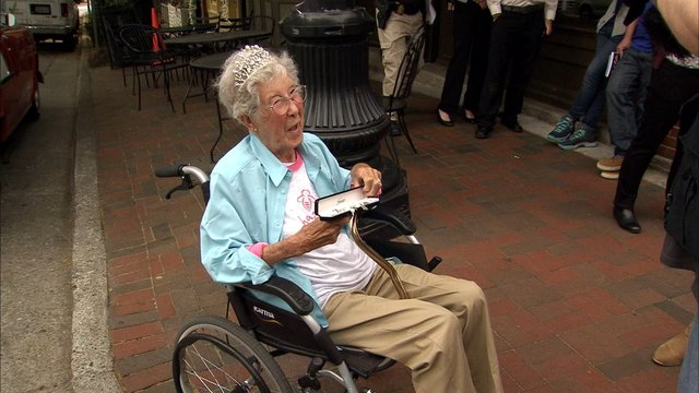 Granny who ditched cancer treatment for cross-country road trip dies