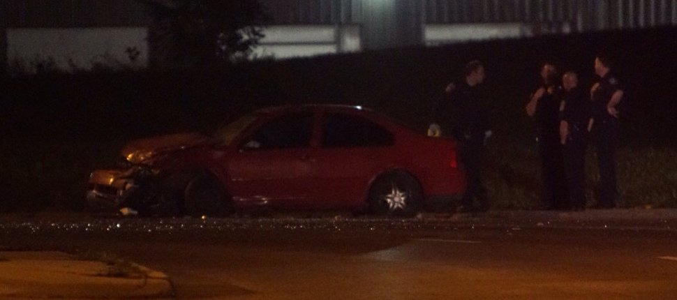2 dead, 3 injured in early Saturday morning crash on city's near north side.