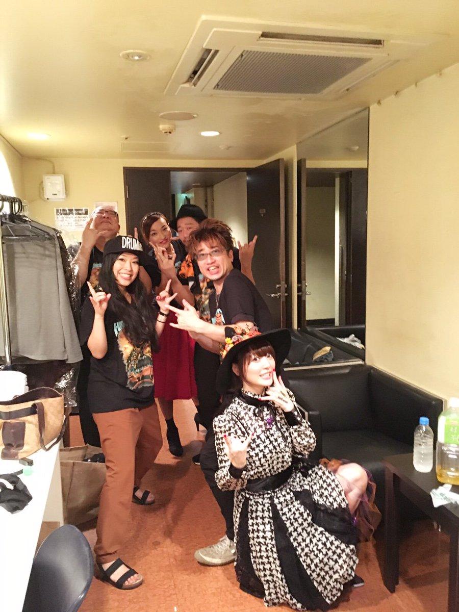 ハナザウィーン、楽しく終了!!来てくれたみんなありがとうございました!!私は魔女の仮装♪新シングルの発売も発表しました!!お楽しみにね♪花 pic.twitter.com/VMpGqG6EGX