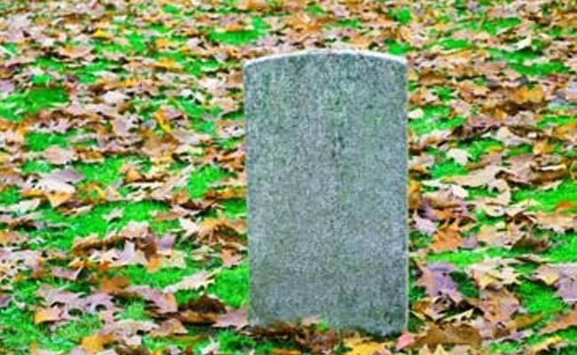 Francia, il colmo: Perseguitata dalle tasse fino nella tomba.