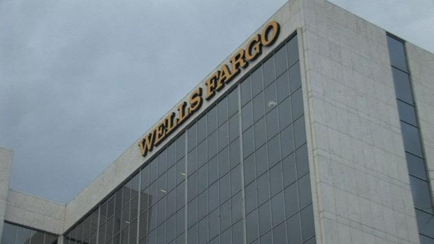 Illinois to suspend investments with Wells Fargo