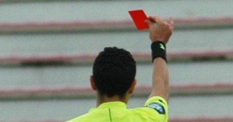 Dà una testata all'arbitro per tre anni niente stadi, altri  ... - https://t.co/yPPcddg1iQ #blogsicilianotizie