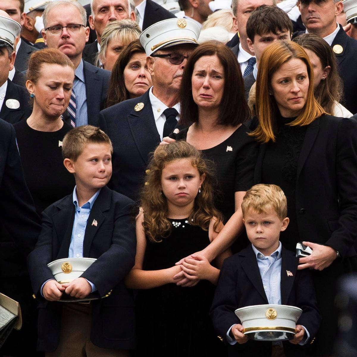 — Thousands attend funeral for @FDNY chief Michael Fahy