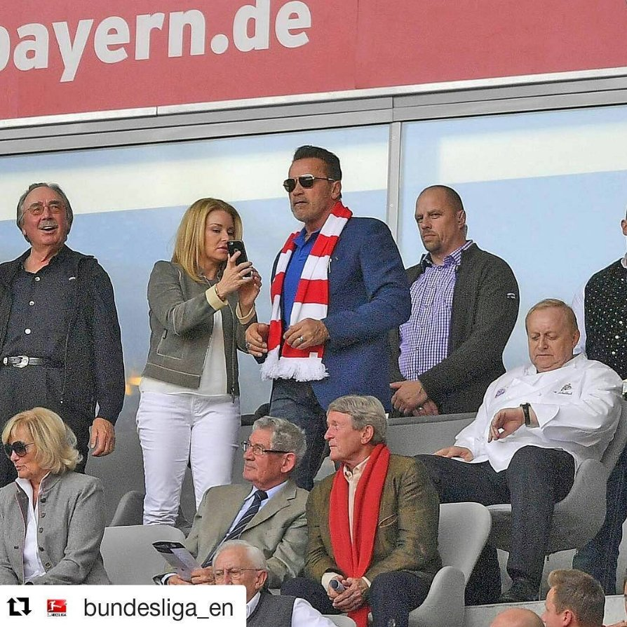 Arnold Schwarzenegger—Bayern Munich fan? 💪 (📸 Instagram/@Bundesliga_EN)