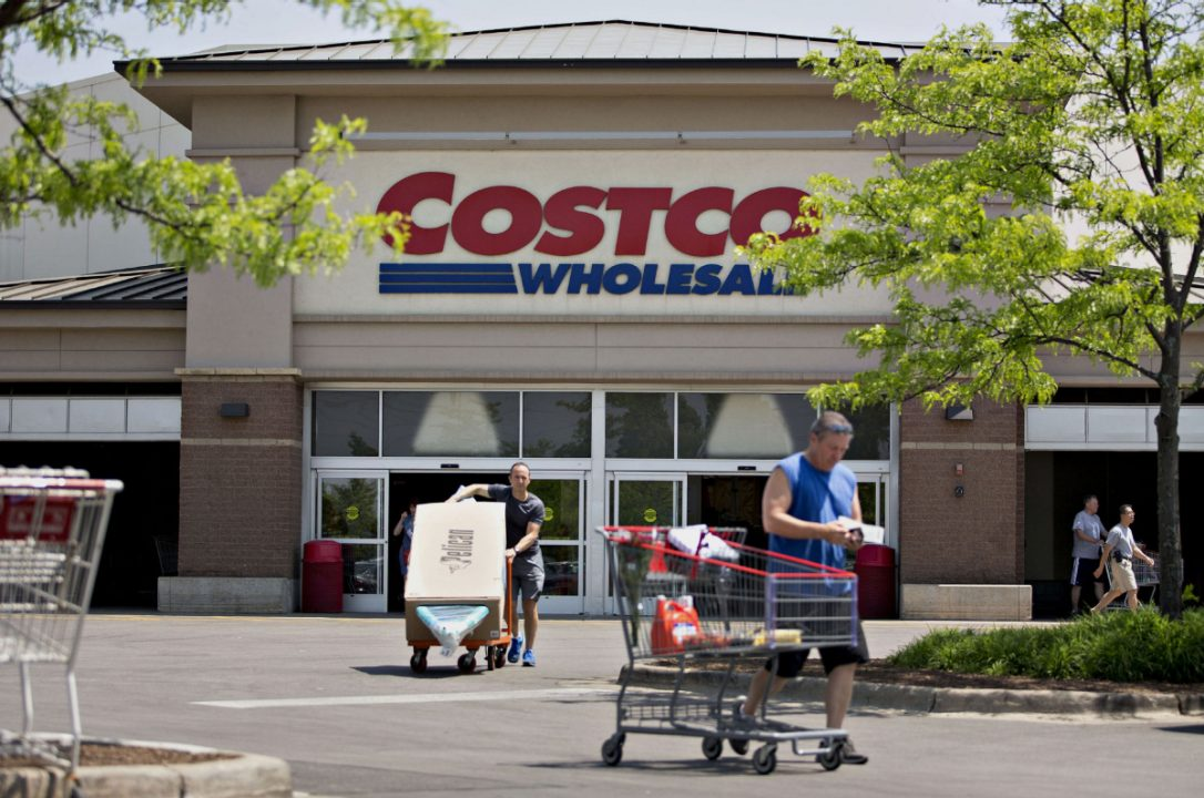 Costco sales hurt in part by switching store credit card to Visa from Amex in June