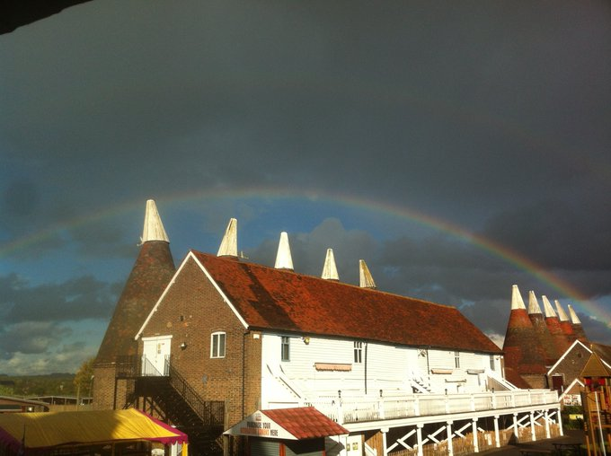 Stunning rainbow over @Hopfarm Paddock Wood, Kent @bbcsoutheast @metoffice https://t.co/5Pwx5PITwo