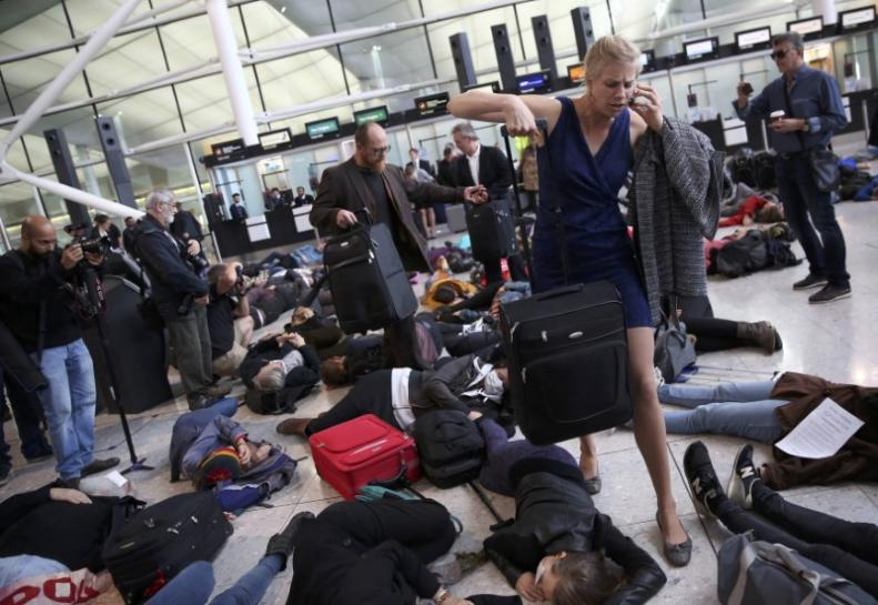 Protesters hold 'die-in' at Heathrow against airport expansion https://t.co/OVnRfOftM6 https://t.co/k16RtRD87P