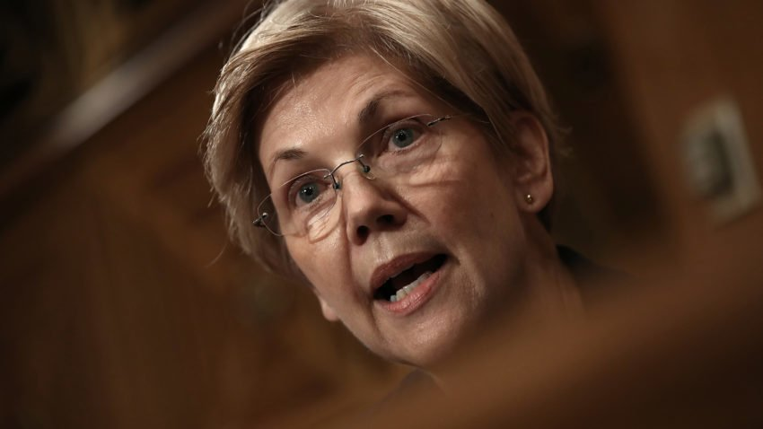 Elizabeth Warren responds to Trump with a tweetstorm of her own