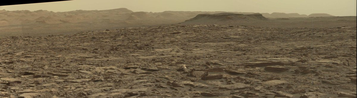 Sol 1475 mastcam pan cropped to show the foothills in the distance https://t.co/I4OisSV7wt