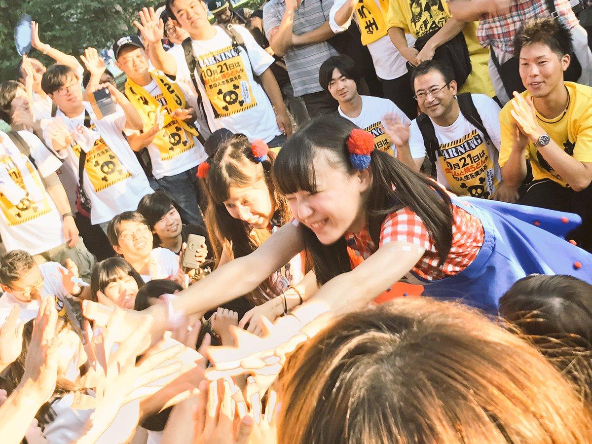 りっちゃんめっちゃアイドルの笑顔  #生ハムと焼うどんと歩く広告板in原宿 https://t.co/qKEIDLeQ0l