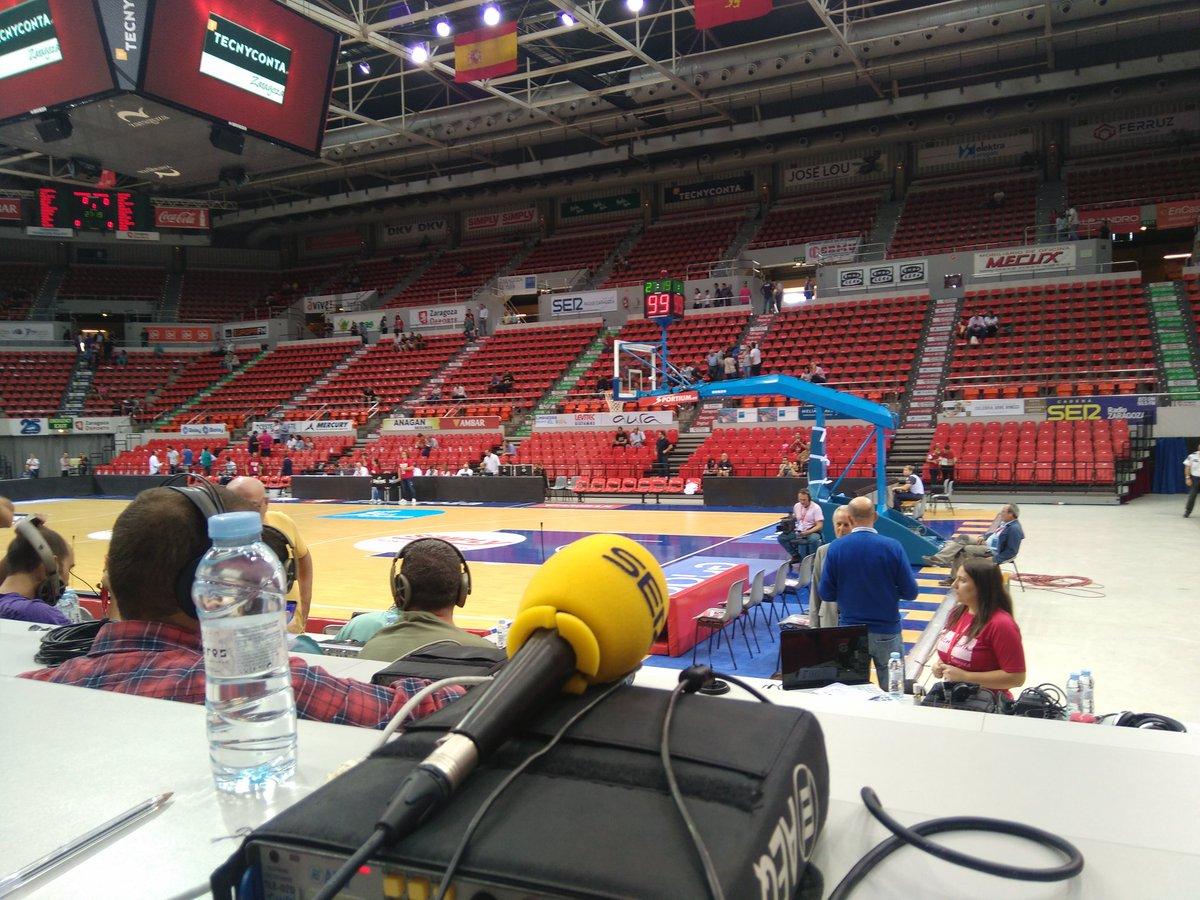 Todo dispuesto para narrar el estreno del @Basket_Zaragoza-@valenciabasket  en ACB. Que bote la pelota a las 12:30h.