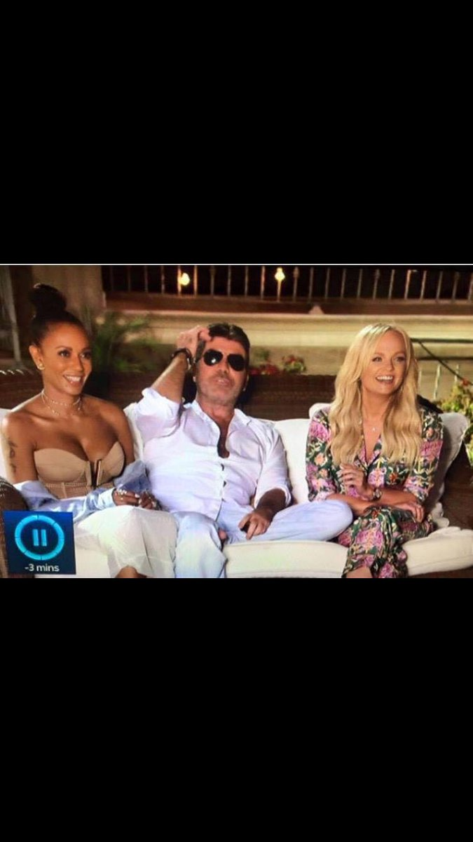 Hahaha had to look twice at this! Of all the places to put your foot @SimonCowell