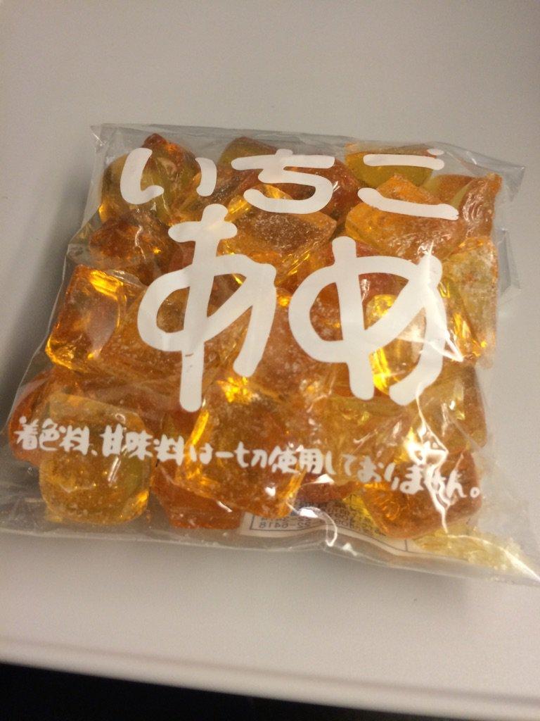 これがびっくりするぐらいイチゴの味なんですよ。想像出来ないでしょ? 京都の出雲大神宮で買った大分県産の飴。 https://t.co/1G16fWhYfw