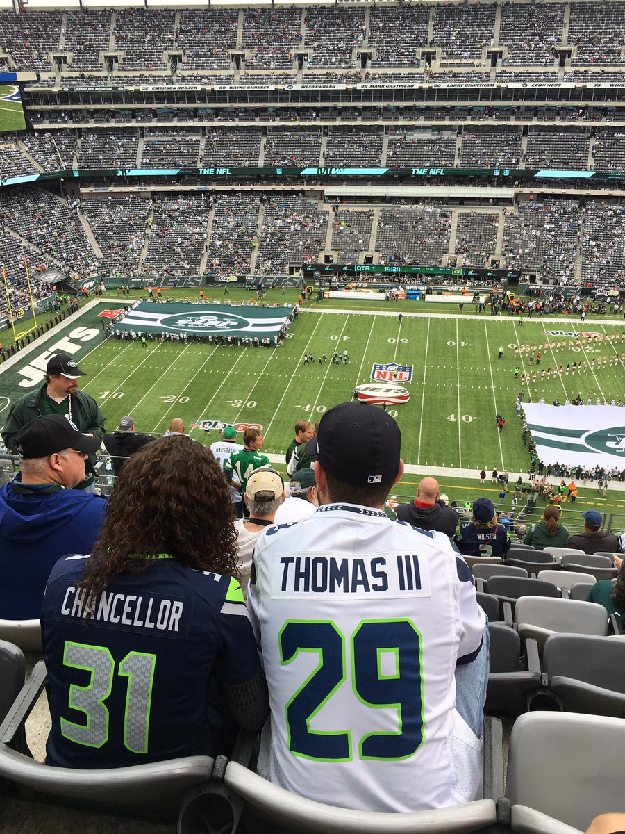 #12s are well represented in #NY. @Seahawks #SEAvsNYJ https://t.co/HuUMJyg0Qb