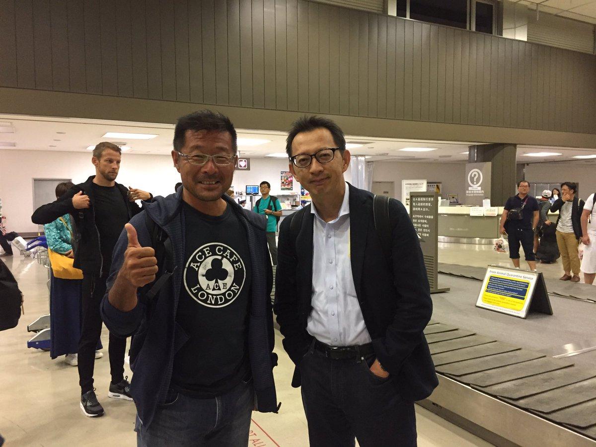 おはようございます(^^) マレーシアから戻りました。 たくさんの関係者が一緒の飛行機でした。アロンソ選手、バトン選手、リカルド選手、ベッテル選手、松下選手、長谷川さん。 いよいよ鈴鹿ですね! https://t.co/53BymcMNpR