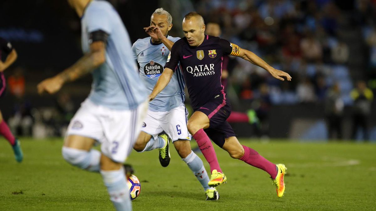 Iniesta surrounded by Celta Vigo Players during FC Barcelona's defeat away from Home