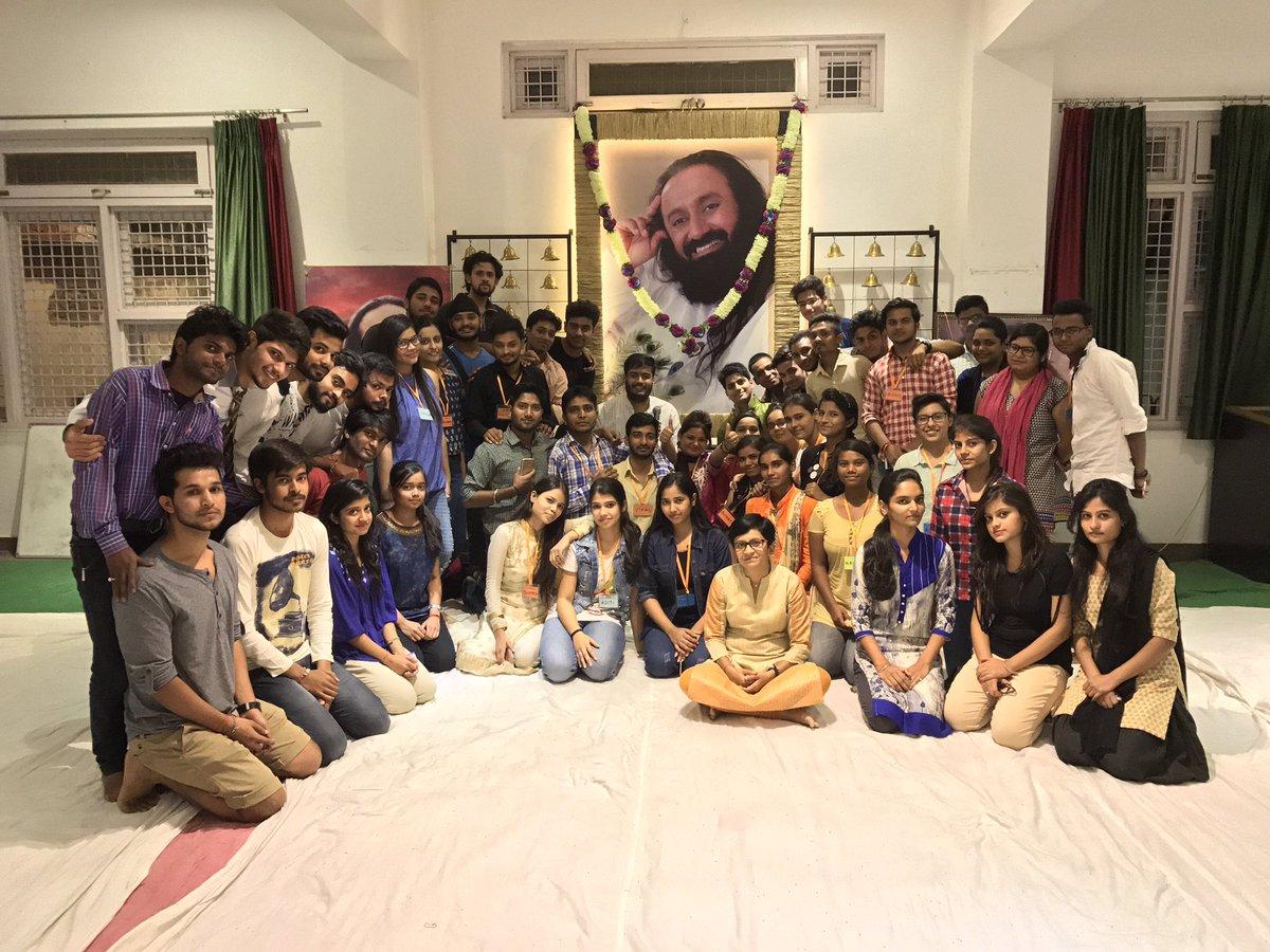 ashish pal palashish28 twitter sri sri ravi shankar divya kanchibhotla jaina desai and 7 others