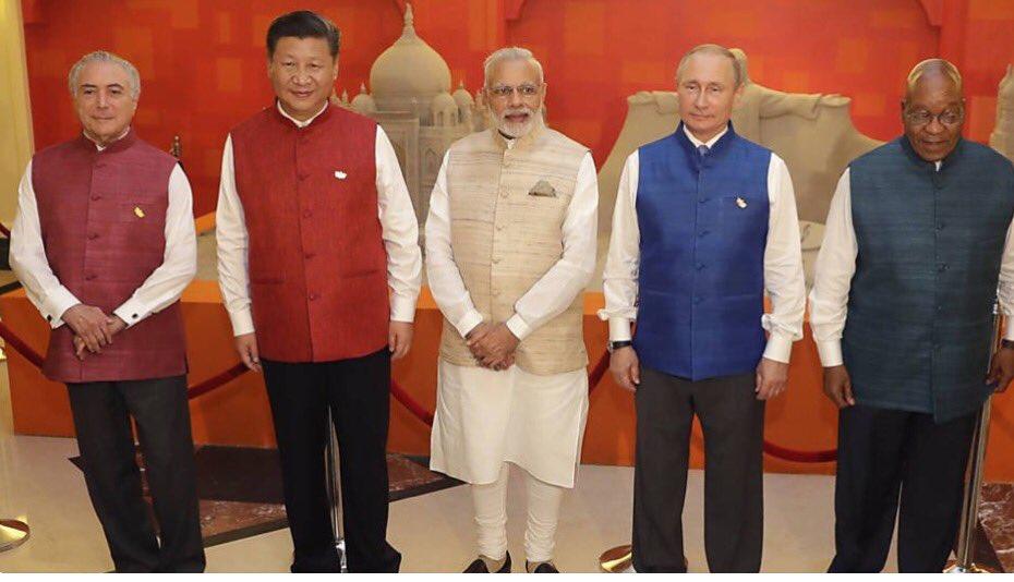 Brics na Índia! Divulgada imagem das filmagens de Star Trek 5! @joaoninguem