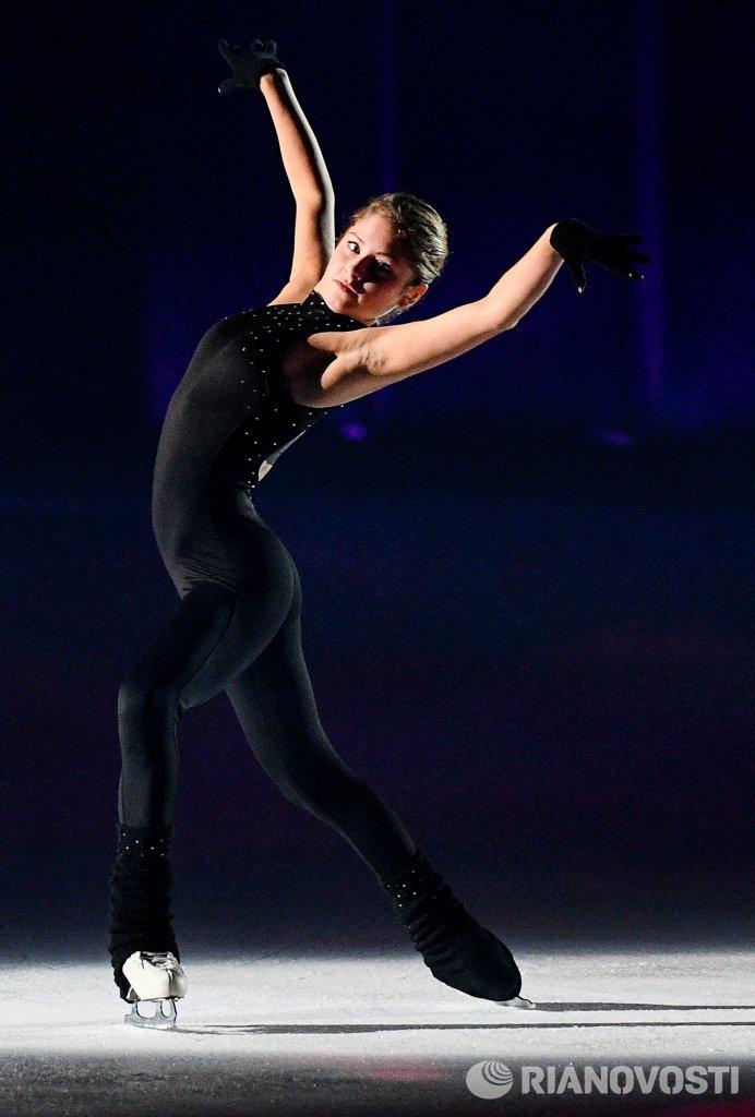 Юлия Липницкая (пресса с апреля 2015) - Страница 5 Cu-RFv7WYAAX8bn