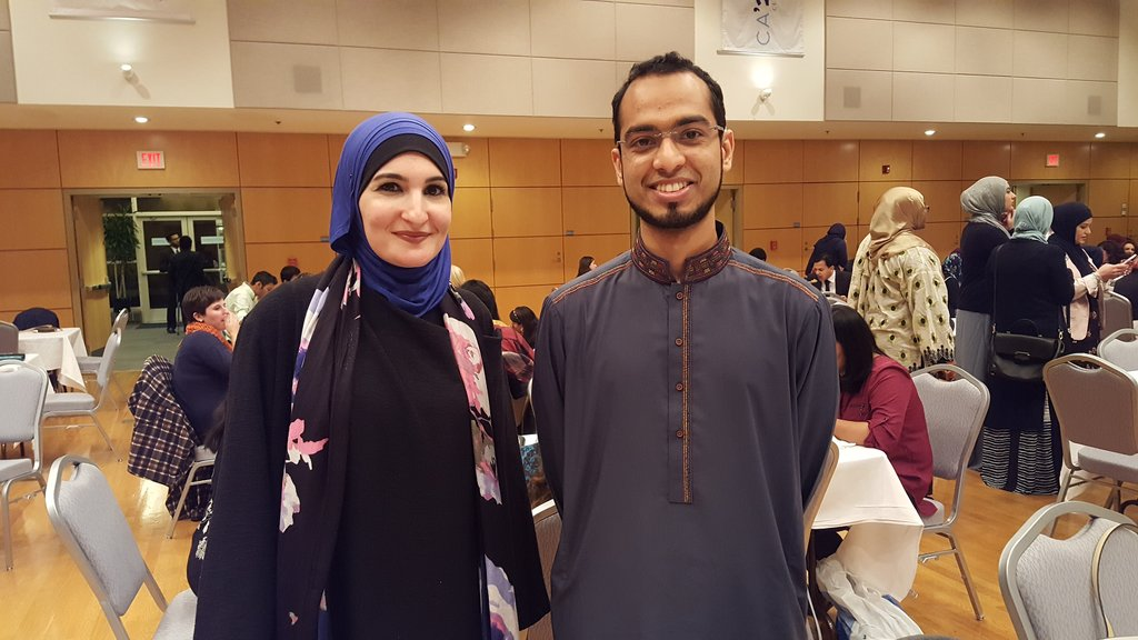 I met the one and only @lsarsour yesterday night! She gave a fantastic speech on Muslim unity and activism! https://t.co/gwnqHN9GYF