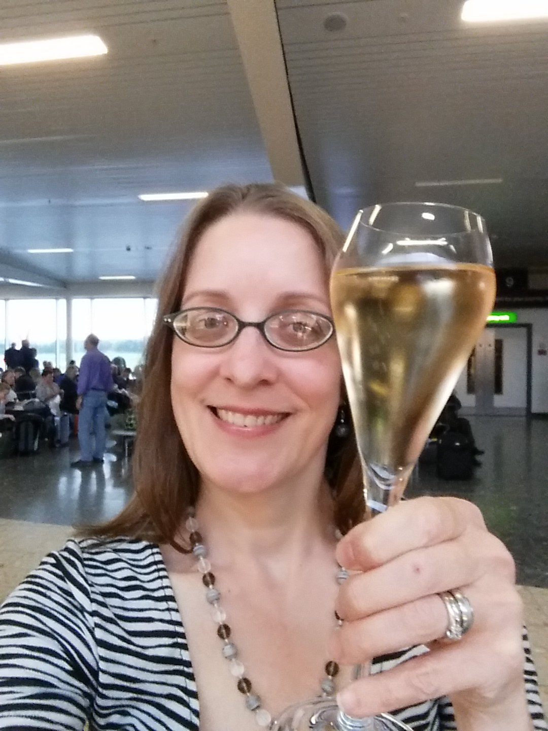 Pre-flight champagne. It's my new travel tradition! https://t.co/eC0x69E9pU