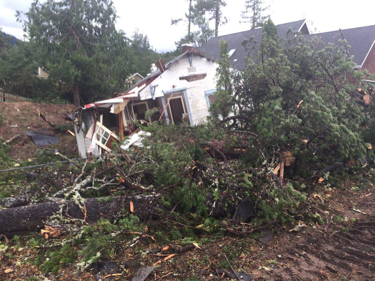 High winds, rain lash Pacific Northwest