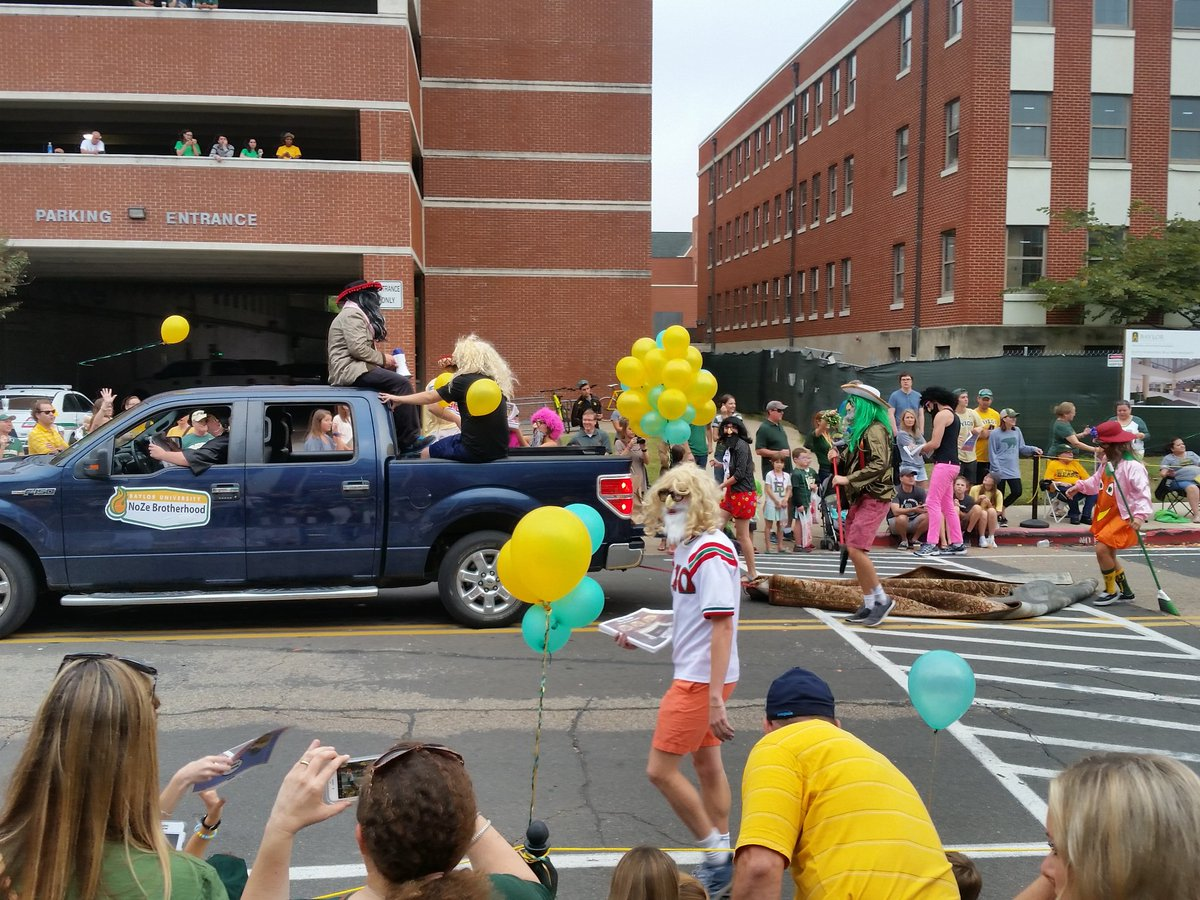 Baylor homecoming parade features a sweeping-under-the-rug float | @AdamGrosbard https://t.co/XDnSlwJVE1 https://t.co/8iaKm7oh3q