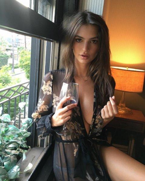 Emily Ratajkowski causa revuelo en Instagram por sensual desnudo [VIDEOS y FOTOS]