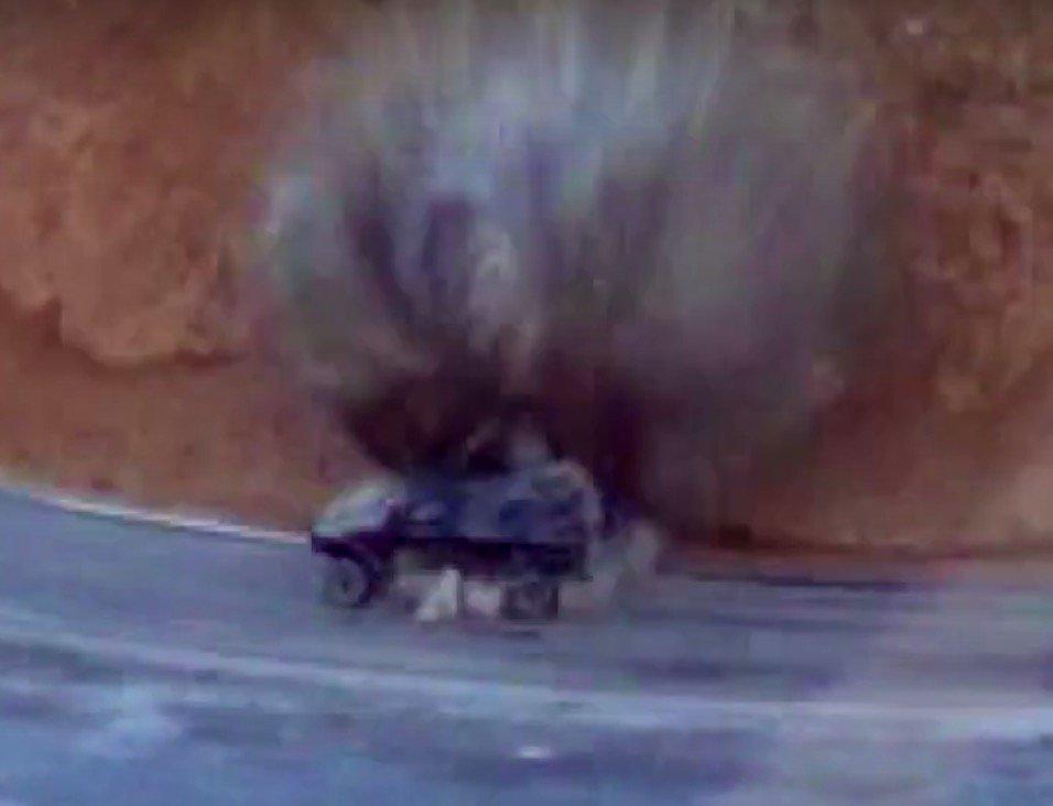 فور دخولها الخدمه : مدرعه Otokar Cobra التركيه تم سحقها بعبوه ناسفه محلية الصنع في بوركينا فاسو Cu33iURWAAAdMua