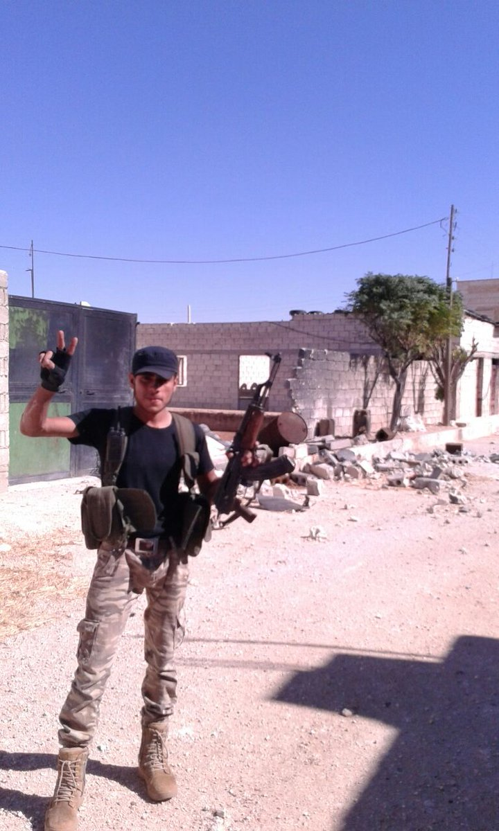 Another picture of a FSA fighter entering #Dabiq. Source: Levant Front. #Syria https://t.co/QpdlvZUrTY