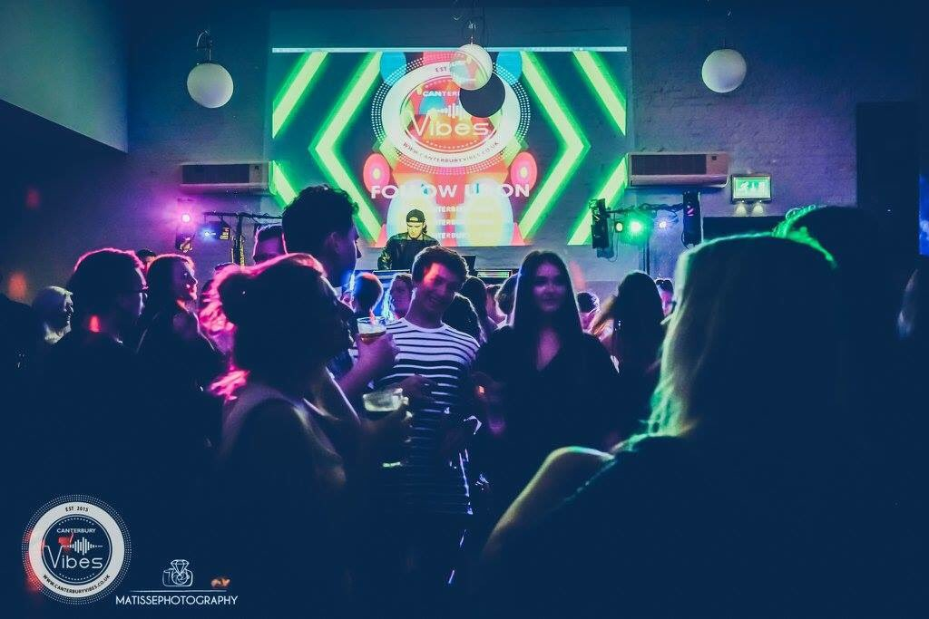 Tomorrow night back to @OldBreweryTav ! FREE Entry all night £ 1.50 Drinks! ReTweet for the chance to win a bottle of Prosecco! #canterbury