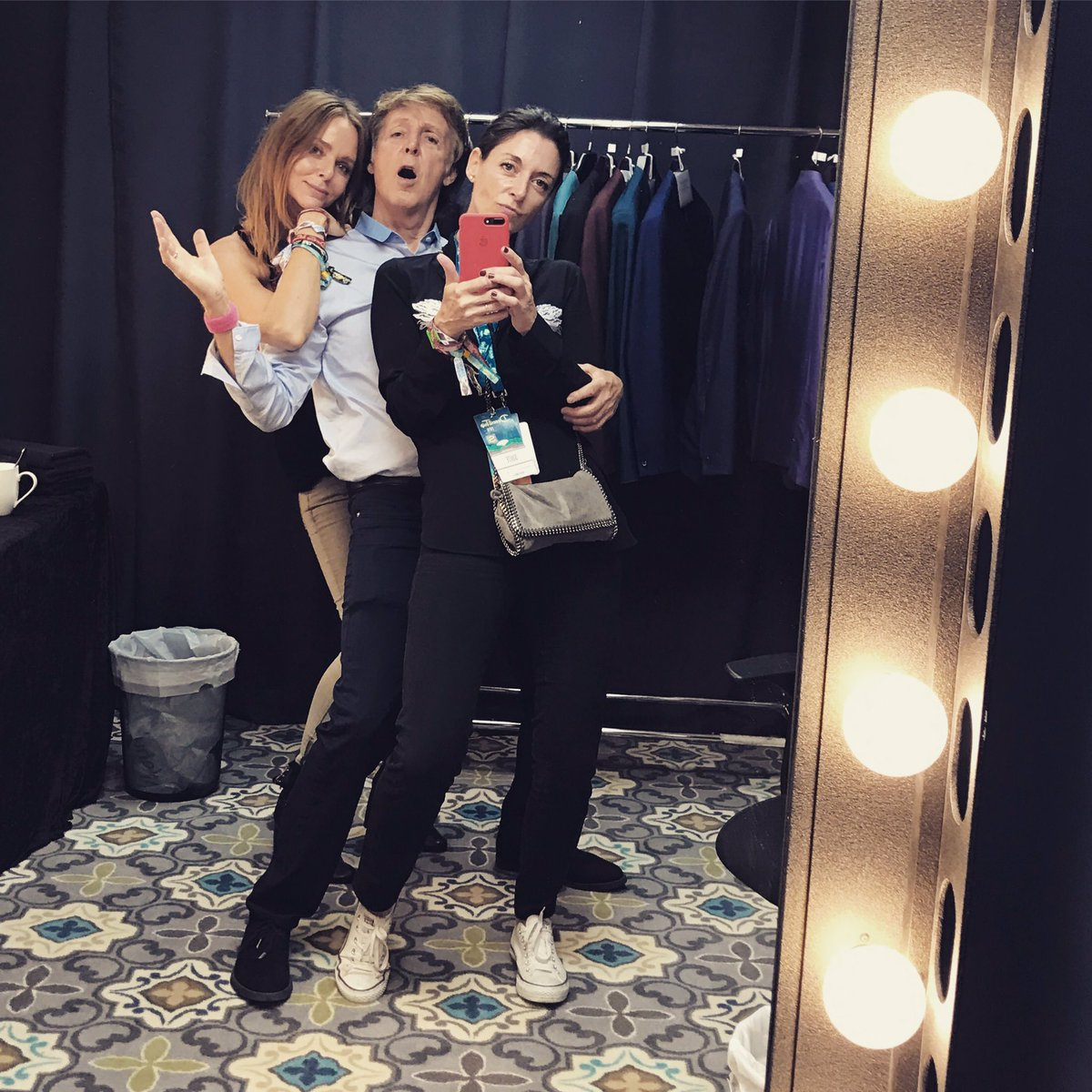 The Beatles Polska: Stella McCartney z Kate Hudson jak Thelma i Louise, czyli kobiecy wypad na festiwal Desert Trip