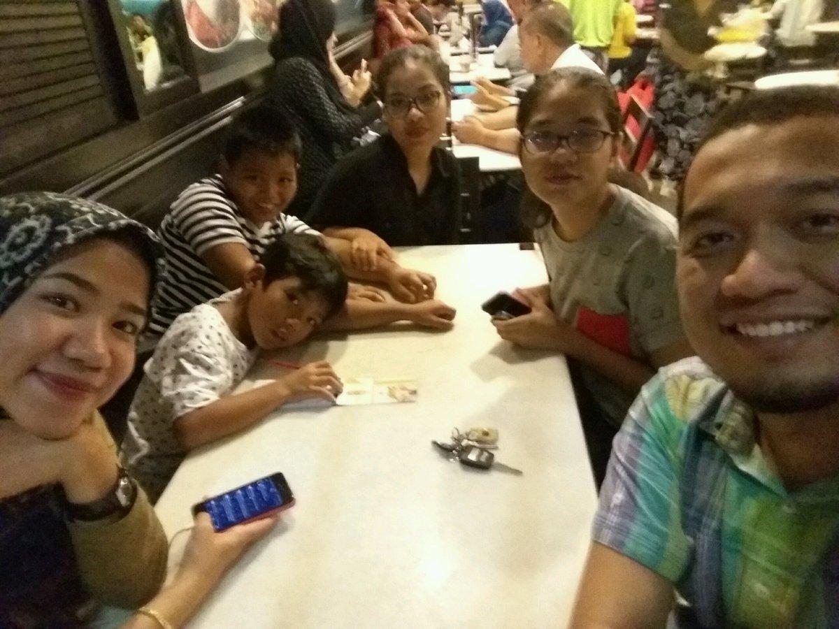 Spent time with sister's and nephew #hujanlobat (@ Pak Li Kopitiam in Shah Alam, Selangor) https://www.swarmapp.com/c/d4CUygrK1B8