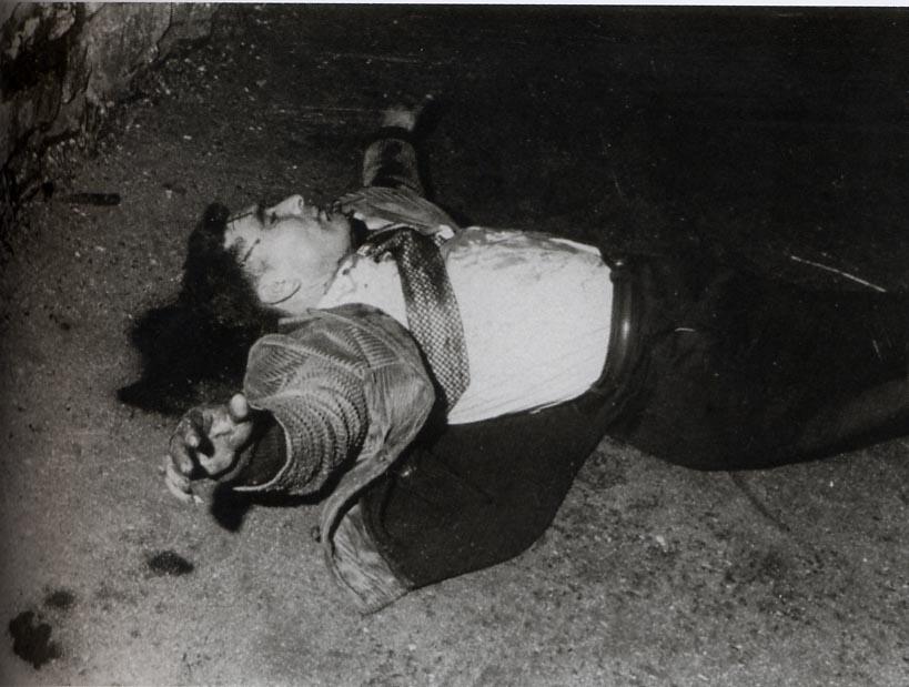17) Ils ripostent par la violence, frappent avec leurs «bidules» (matraque) et plusieurs coups de feu sont tirés https://t.co/J6oezOHuh1