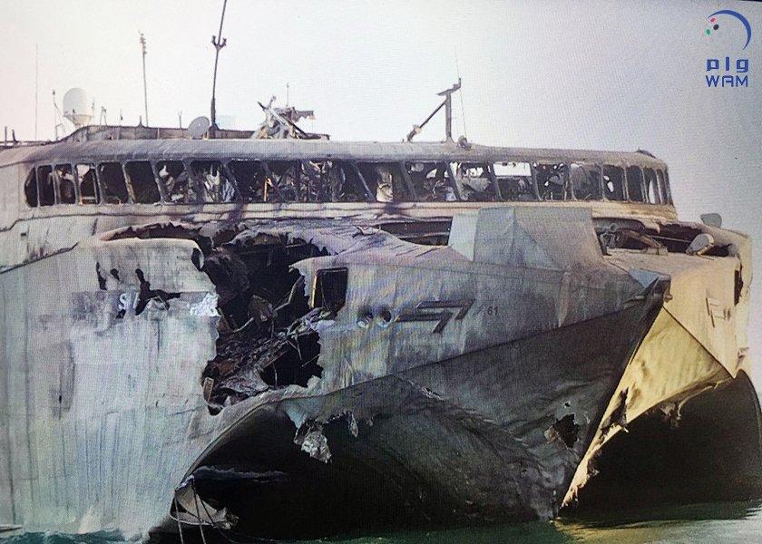 Catamaran Híbrido (HSV-2 Swift) da Marinha dos Emirados Árabes Unidos após ataque
