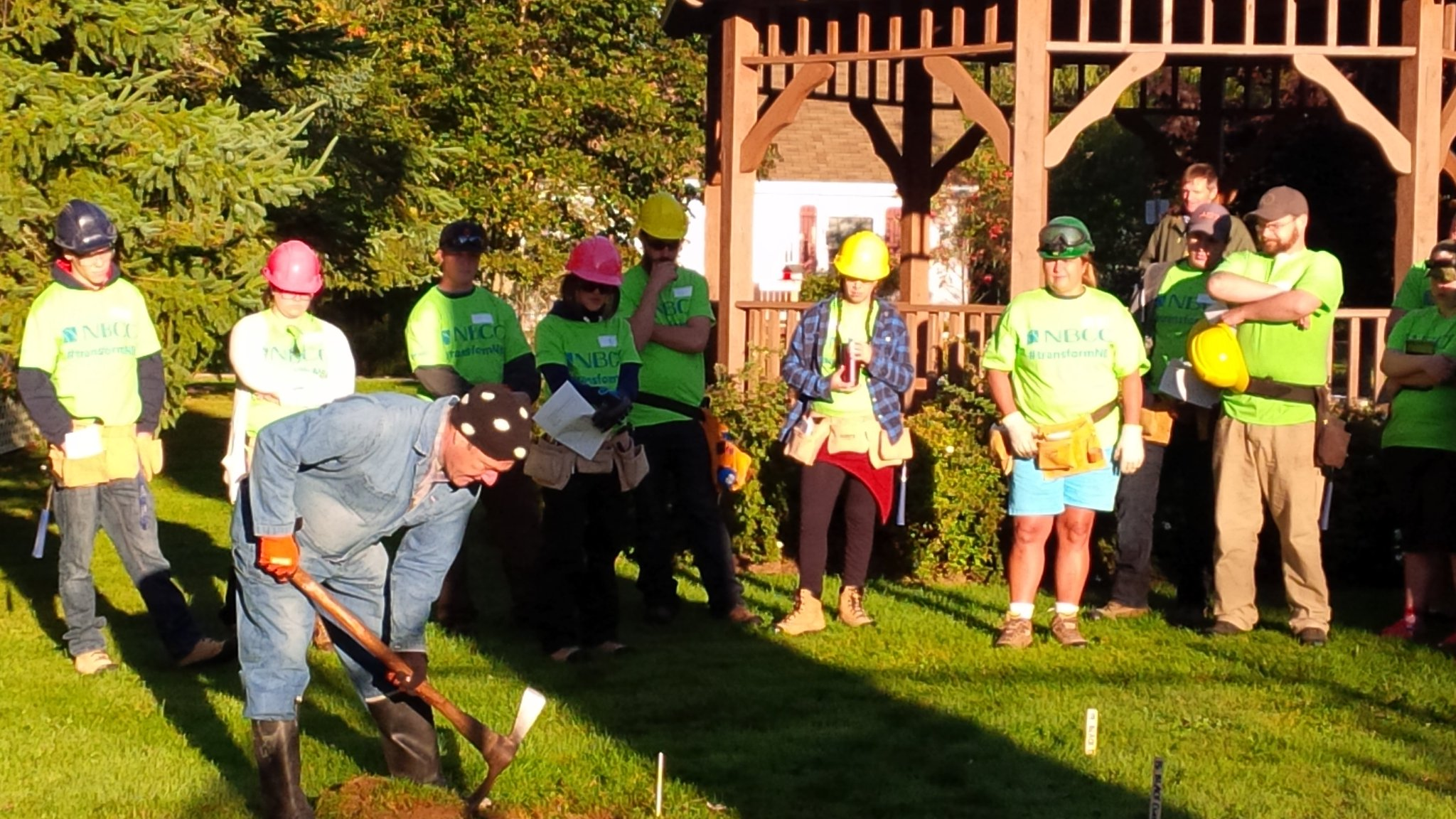 Our day begins planting fruit trees, shrubs & herb - our STA Tree Planting Committee! @myNBCC #transformnb https://t.co/nEF1j7mkaf