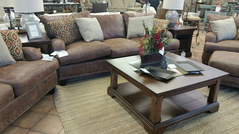 Leather VS Cushion Couches Which Do You Prefer, A Leather Couch Or A  Regular Cushion Couch?! #Shreveport #BossierCity #Furniture Pic.twitter.com/vcUM3jyJnl