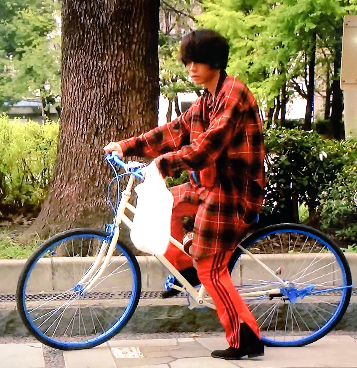 tweet  本田翼さんに菅田将暉さんも!主人公以外のファッションも大注目だった♡【校閲ガール】 , NAVER まとめ
