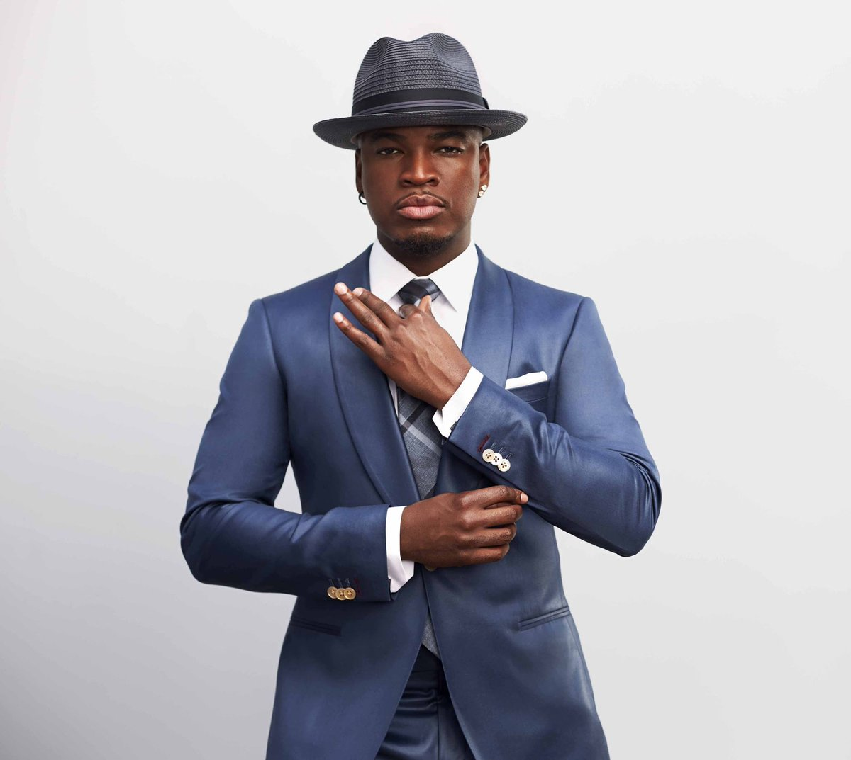 Looking forward to seeing R&B star and multiple GRAMMY award winner @NeYoCompound perform at #ZoukOut2016 #HK.  @ZoukOutOfficial #UpperHouse https://t.co/VcgkH3tLL6