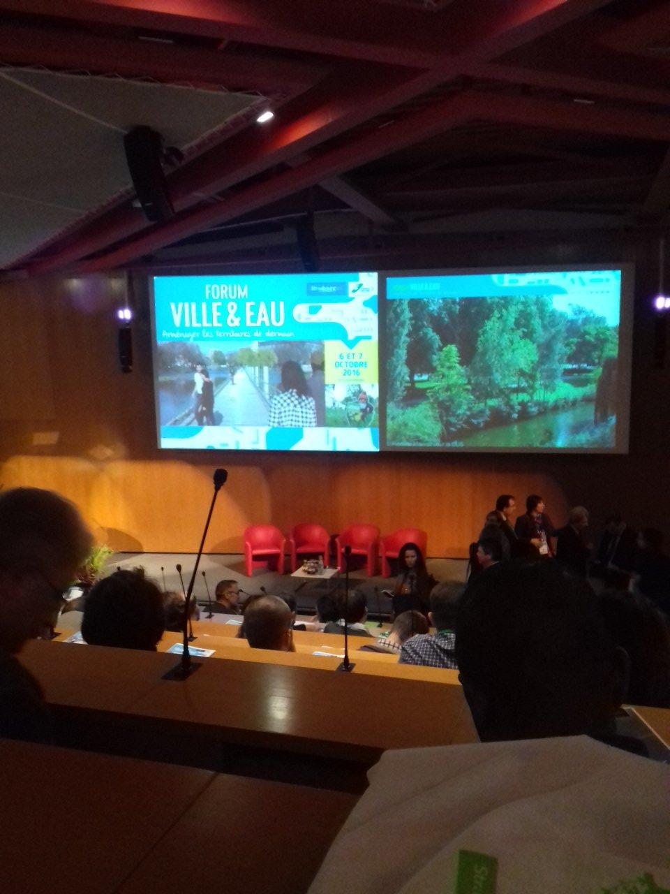 @PlantOburo au forum Ville et eau @ccialsace @strasbourg car le Corporate Garden doit permettre de bien gérer l'eau https://t.co/SwCCGiEIic