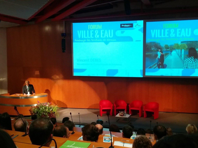 """Monsieur Debes introduit ce forum """"#ville et #eau"""" que nous espérons riche en échange https://t.co/APmtmnAIEP"""