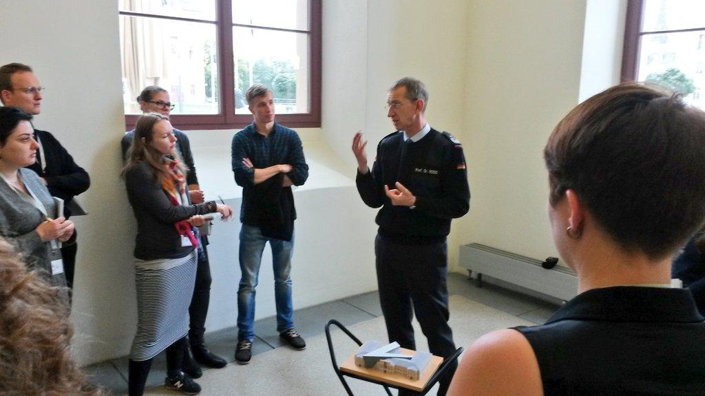 Direktor Prof Matthias Rogg vom @MHMDresden begrüßt die #DDSS16 im Militärhistorischen Museum der Bundeswehr #HenryArnold @ddsummerschool https://t.co/xV3Per7aBS