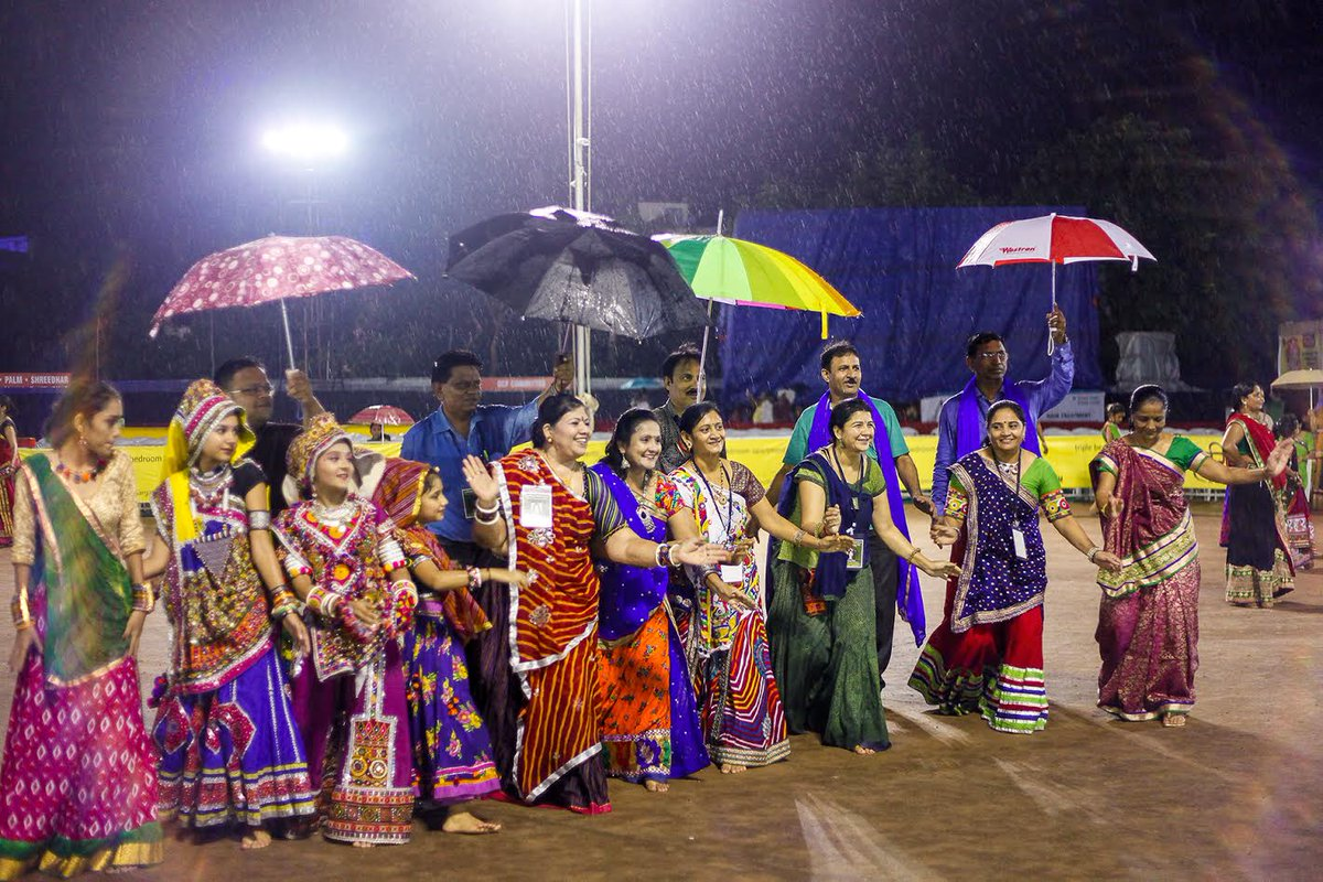 Rain threat to lessen, Garba goers gearing up to make up for loss